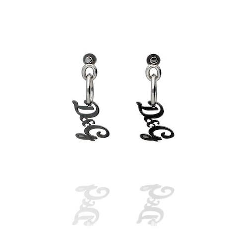 Orecchini da donna D&G DJ0554, in acciaio con logo D&G pendente con trattamento IP antracite.Confezione originale D&G conCertificato di autenticità D&G.