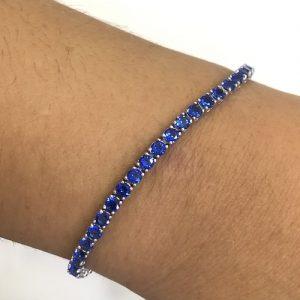 Bracciale Tennis in argento 1252038086della TESSIA Gioielli.Gioiello realizzatoin argento 925 con pietre Blu, la sua misura è 19.